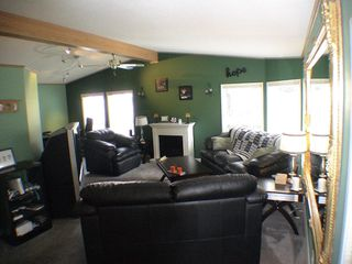 "Photo 11: 27A 24330 FRASER Highway in Langley: Otter District Manufactured Home for sale in ""Langley Grove Estates"" : MLS®# F2825559"