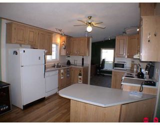 "Photo 3: 27A 24330 FRASER Highway in Langley: Otter District Manufactured Home for sale in ""Langley Grove Estates"" : MLS®# F2825559"