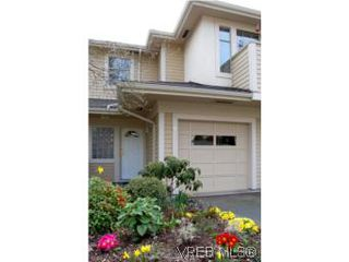 Photo 1: 7 850 Parklands Dr in VICTORIA: Es Gorge Vale Row/Townhouse for sale (Esquimalt)  : MLS®# 499917