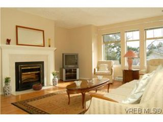 Photo 2: 7 850 Parklands Dr in VICTORIA: Es Gorge Vale Row/Townhouse for sale (Esquimalt)  : MLS®# 499917