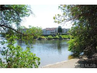 Photo 18: 403 1085 Tillicum Rd in VICTORIA: Es Kinsmen Park Condo Apartment for sale (Esquimalt)  : MLS®# 504110