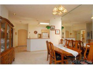 Photo 3: 403 1085 Tillicum Rd in VICTORIA: Es Kinsmen Park Condo Apartment for sale (Esquimalt)  : MLS®# 504110