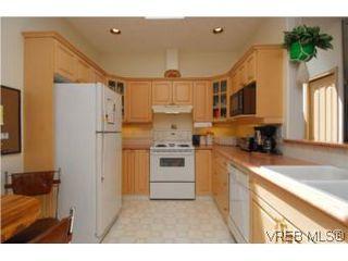 Photo 4: 403 1085 Tillicum Rd in VICTORIA: Es Kinsmen Park Condo Apartment for sale (Esquimalt)  : MLS®# 504110