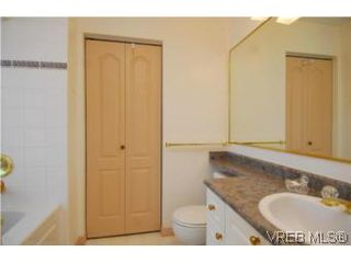 Photo 8: 403 1085 Tillicum Rd in VICTORIA: Es Kinsmen Park Condo Apartment for sale (Esquimalt)  : MLS®# 504110