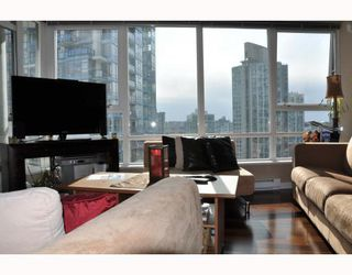"Photo 3: 2202 928 BEATTY Street in Vancouver: Downtown VW Condo for sale in ""THE MAX"" (Vancouver West)  : MLS®# V778385"