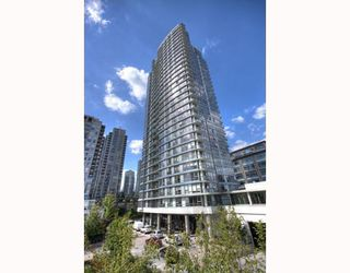 "Photo 1: 2202 928 BEATTY Street in Vancouver: Downtown VW Condo for sale in ""THE MAX"" (Vancouver West)  : MLS®# V778385"