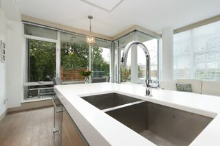 Photo 9: 105 200 Douglas Street in VICTORIA: Vi James Bay Condo Apartment for sale (Victoria)  : MLS®# 420559
