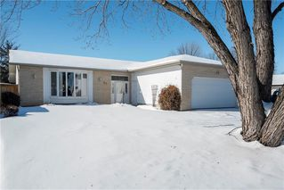 Photo 1: 22 Royal Salinger Road in Winnipeg: Niakwa Place Residential for sale (2H)  : MLS®# 202003509
