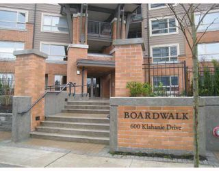 Photo 1: 311 600 KLAHANIE Drive in Port Moody: Port Moody Centre Condo for sale : MLS®# V805464