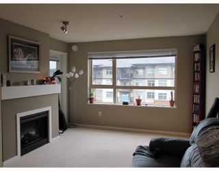 Photo 5: 311 600 KLAHANIE Drive in Port Moody: Port Moody Centre Condo for sale : MLS®# V805464