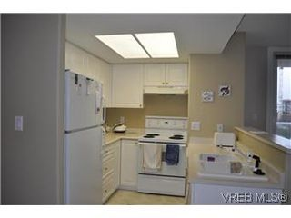 Photo 3: 608 930 Yates Street in VICTORIA: Vi Downtown Condo Apartment for sale (Victoria)  : MLS®# 287822