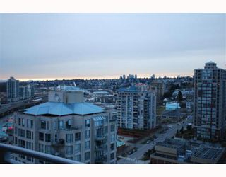 "Photo 9: 2207 898 CARNARVON Street in New_Westminster: Downtown NW Condo for sale in ""AZURE TOWER 1"" (New Westminster)  : MLS®# V752708"