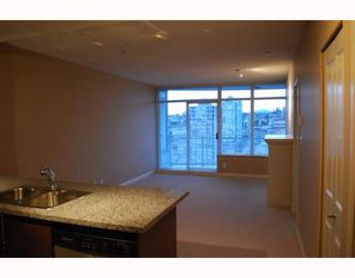 "Photo 5: 2207 898 CARNARVON Street in New_Westminster: Downtown NW Condo for sale in ""AZURE TOWER 1"" (New Westminster)  : MLS®# V752708"