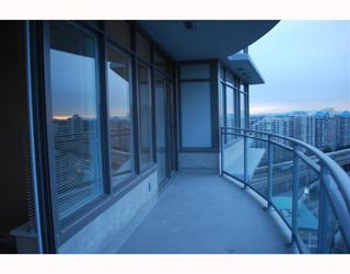 "Photo 6: 2207 898 CARNARVON Street in New_Westminster: Downtown NW Condo for sale in ""AZURE TOWER 1"" (New Westminster)  : MLS®# V752708"
