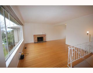Photo 2: 4538 MANOR Street in Vancouver: Collingwood VE House for sale (Vancouver East)  : MLS®# V768767