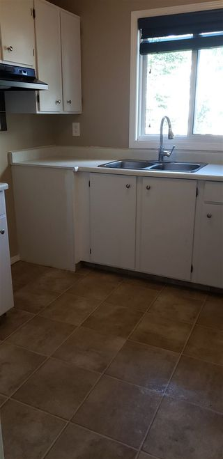 Photo 2: 10317 172 Avenue in Edmonton: Zone 27 House Half Duplex for sale : MLS®# E4169498