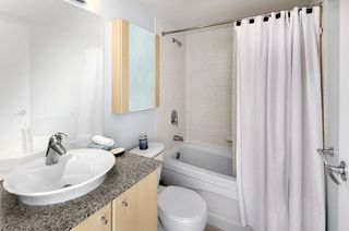 """Photo 7: 2206 1199 SEYMOUR Street in Vancouver: Downtown VW Condo for sale in """"BRAVA"""" (Vancouver West)  : MLS®# R2417445"""