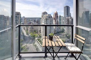 """Photo 8: 2206 1199 SEYMOUR Street in Vancouver: Downtown VW Condo for sale in """"BRAVA"""" (Vancouver West)  : MLS®# R2417445"""