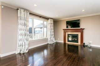 Photo 3: 4315 MCCLUNG Crescent in Edmonton: Zone 14 House for sale : MLS®# E4186365
