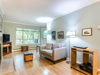 """Photo 4: 215 555 W 14TH Avenue in Vancouver: Fairview VW Condo for sale in """"Cambridge Place"""" (Vancouver West)  : MLS®# R2470013"""
