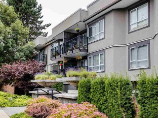 """Photo 2: 215 555 W 14TH Avenue in Vancouver: Fairview VW Condo for sale in """"Cambridge Place"""" (Vancouver West)  : MLS®# R2470013"""