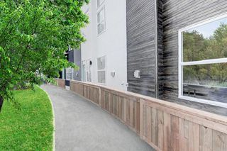 Photo 4: 452 15 Avenue NE in Calgary: Renfrew Row/Townhouse for sale : MLS®# A1024960
