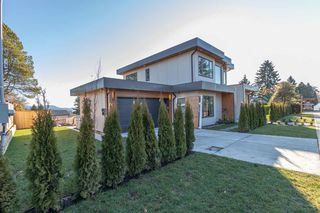 Photo 3: 900 HENDRY Avenue in North Vancouver: Boulevard House for sale : MLS®# R2526354