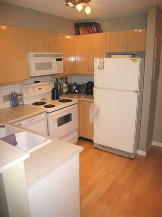 "Photo 8: 2680 W 4TH Ave in Vancouver: Kitsilano Condo for sale in ""STAR OF KITSILANO"" (Vancouver West)  : MLS®# V625123"