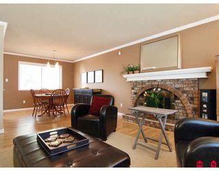 Photo 4: 9383 212B Street in Langley: Walnut Grove House for sale : MLS®# F2907843