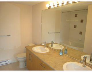 Photo 7: 108 400 KLAHANIE Drive in Port_Moody: Port Moody Centre Condo for sale (Port Moody)  : MLS®# V763322