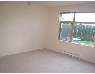 Photo 5: 108 400 KLAHANIE Drive in Port_Moody: Port Moody Centre Condo for sale (Port Moody)  : MLS®# V763322