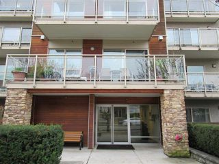 "Photo 2: 312 1033 ST. GEORGES Avenue in North Vancouver: Central Lonsdale Condo for sale in ""Villa St. Georges"" : MLS®# R2422619"