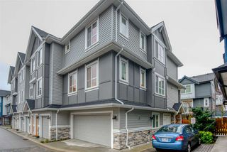 Photo 1: 81 20860 76 Avenue in Langley: Townhouse for sale : MLS®# R2420425