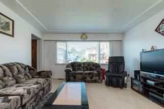 Photo 2: 3888 PARKER Street in Burnaby: Willingdon Heights House for sale (Burnaby North)  : MLS®# R2441015