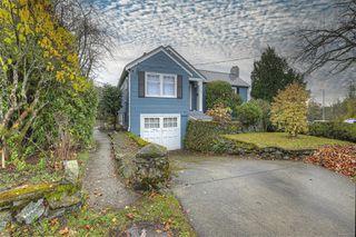 Photo 3: 2807 Irma St in : Vi Burnside House for sale (Victoria)  : MLS®# 860722