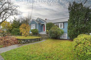 Photo 2: 2807 Irma St in : Vi Burnside House for sale (Victoria)  : MLS®# 860722