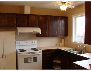 Photo 5: 203 PENMEADOWS Close SE in CALGARY: Penbrooke Residential Detached Single Family for sale (Calgary)  : MLS®# C3403189