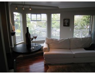 Photo 4: 201 2006 W 2ND Avenue in Vancouver: Kitsilano Condo for sale (Vancouver West)