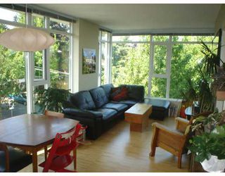 Photo 1: 301 2520 MANITOBA Street in Vancouver: Mount Pleasant VW Condo for sale (Vancouver West)  : MLS®# V777212