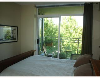 Photo 4: 301 2520 MANITOBA Street in Vancouver: Mount Pleasant VW Condo for sale (Vancouver West)  : MLS®# V777212