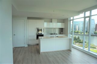 """Main Photo: 807 1616 COLUMBIA Street in Vancouver: False Creek Condo for sale in """"THE BRIDGE"""" (Vancouver West)  : MLS®# R2459744"""
