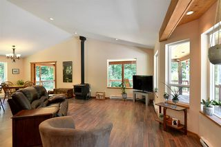 Photo 2: 6139 REEVES Road in Sechelt: Sechelt District House for sale (Sunshine Coast)  : MLS®# R2478933