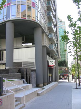 "Photo 11: 2202 788 HAMILTON Street in Vancouver: Downtown VW Condo for sale in ""TV TOWER I"" (Vancouver West)  : MLS®# V825585"
