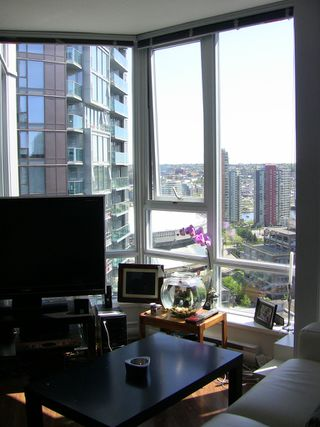 "Photo 15: 2202 788 HAMILTON Street in Vancouver: Downtown VW Condo for sale in ""TV TOWER I"" (Vancouver West)  : MLS®# V825585"