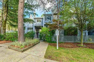 """Photo 2: 3360 MARQUETTE Crescent in Vancouver: Champlain Heights Townhouse for sale in """"CHAMPLAN RIDEGE"""" (Vancouver East)  : MLS®# R2404456"""