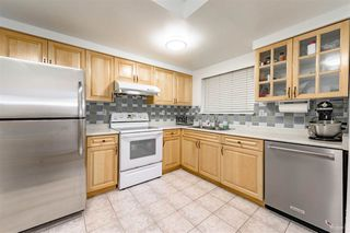 """Photo 4: 3360 MARQUETTE Crescent in Vancouver: Champlain Heights Townhouse for sale in """"CHAMPLAN RIDEGE"""" (Vancouver East)  : MLS®# R2404456"""