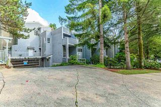 """Photo 3: 3360 MARQUETTE Crescent in Vancouver: Champlain Heights Townhouse for sale in """"CHAMPLAN RIDEGE"""" (Vancouver East)  : MLS®# R2404456"""