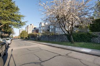 "Photo 2: 205 2428 W 1ST Avenue in Vancouver: Kitsilano Condo for sale in ""NOBLE HOUSE"" (Vancouver West)  : MLS®# R2450860"