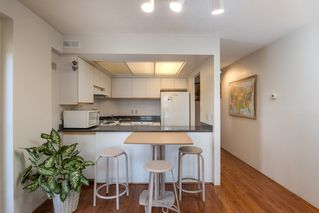 "Photo 7: 205 2428 W 1ST Avenue in Vancouver: Kitsilano Condo for sale in ""NOBLE HOUSE"" (Vancouver West)  : MLS®# R2450860"