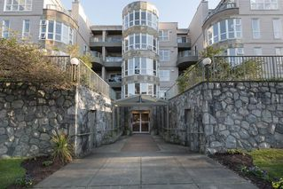 "Photo 1: 205 2428 W 1ST Avenue in Vancouver: Kitsilano Condo for sale in ""NOBLE HOUSE"" (Vancouver West)  : MLS®# R2450860"